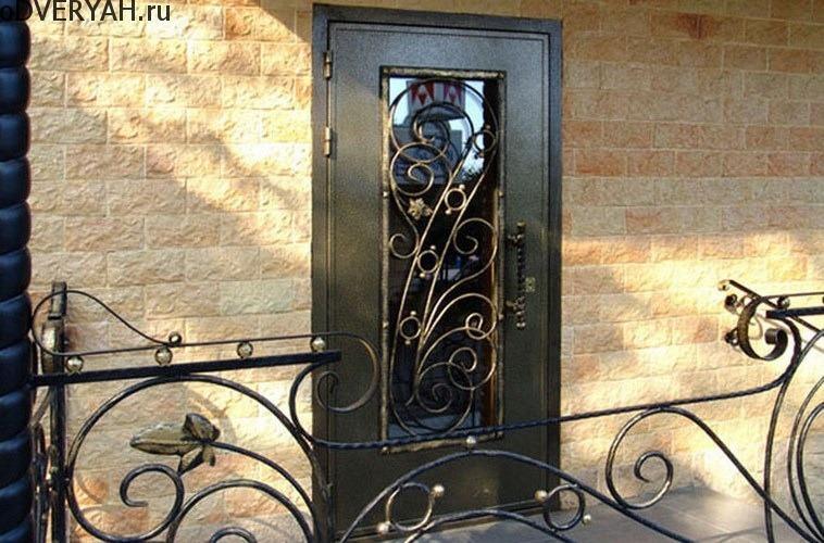 дверь с накладками