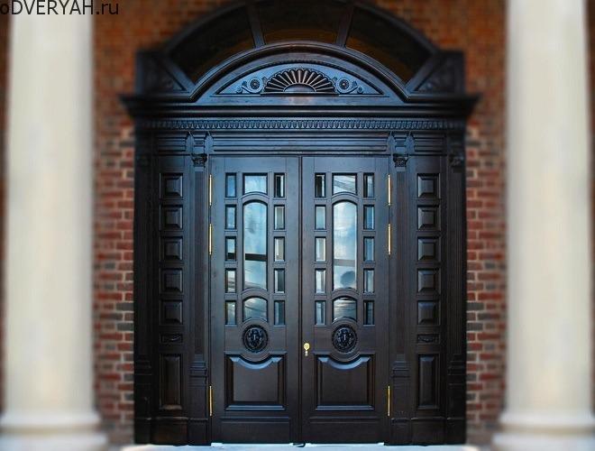 Дверь из чёрного дерева