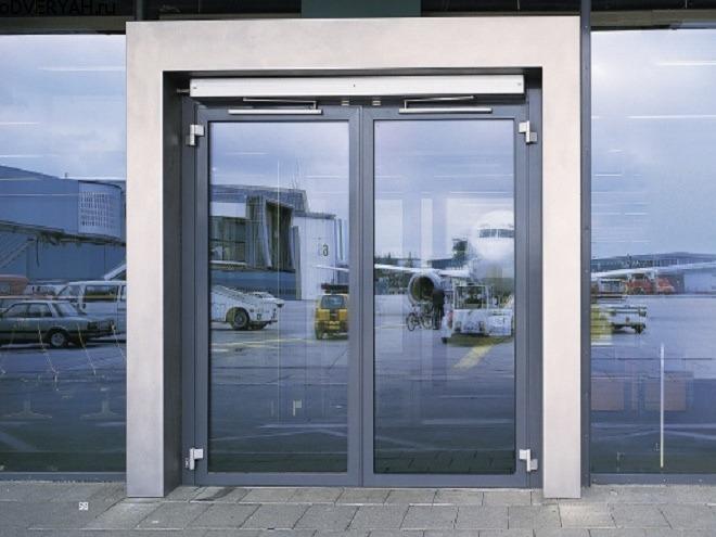двери с доводчиком