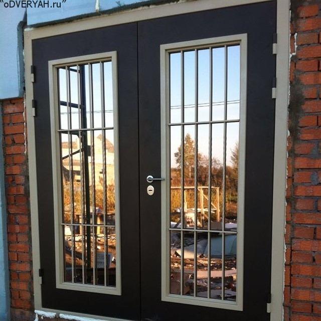 дверь с зеркальным стеклом