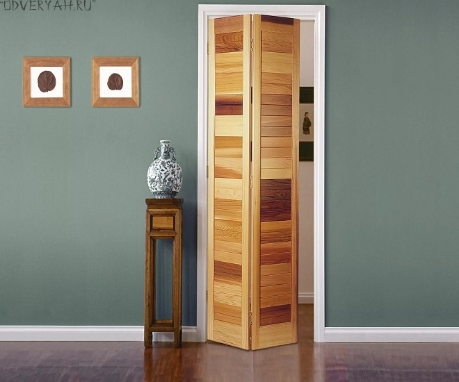 дверь-книжка из дерева