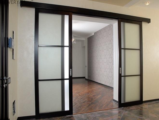 дверь купе со стеклом