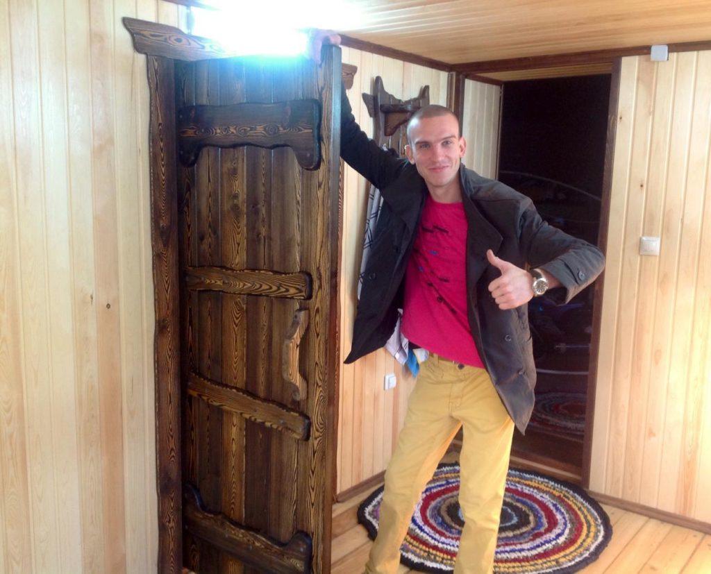 дверь из лиственницы