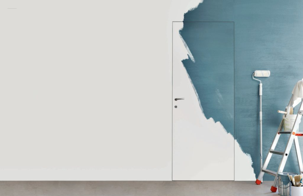 покраска стены и двери