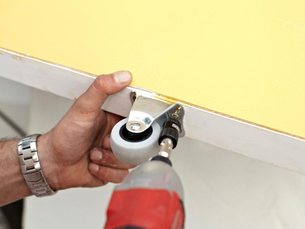Как установить в стену двери с раздвижным механизмом своими руками