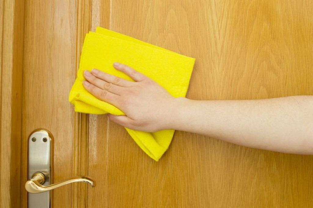 Как и какими средствами лучше убрать жирные пятна с полотна двери МДФ