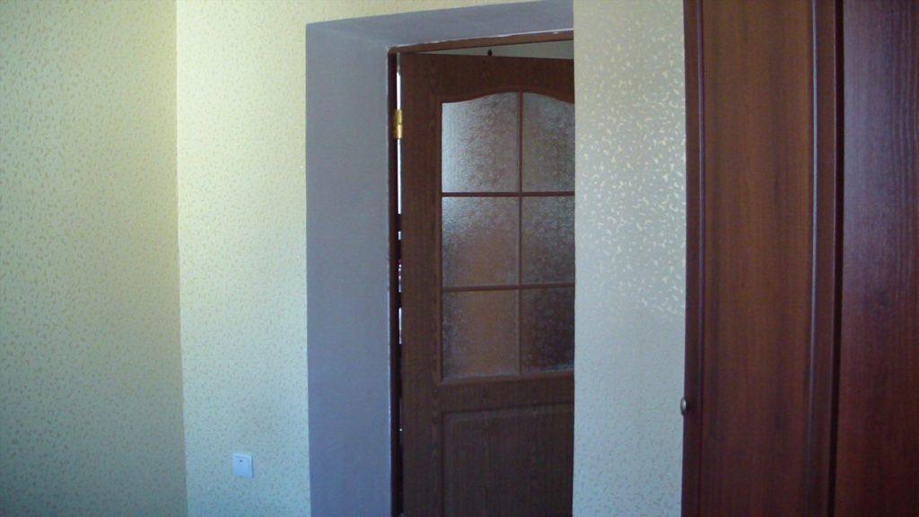 Штукатурка откосов входной двери видео