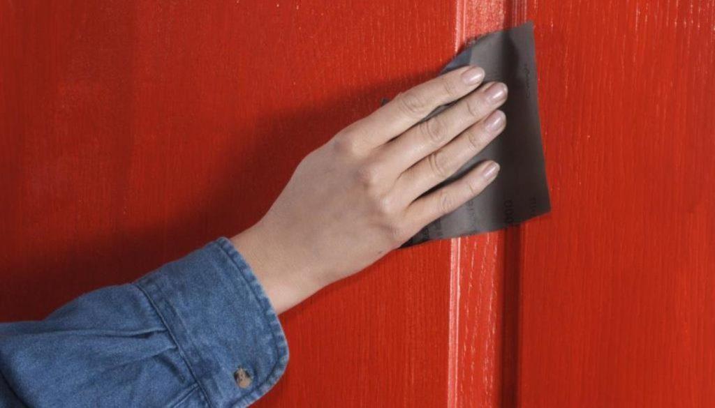 Чем покрасить шпонированные двери, а так же пошаговые этапы проведения работ своими руками.