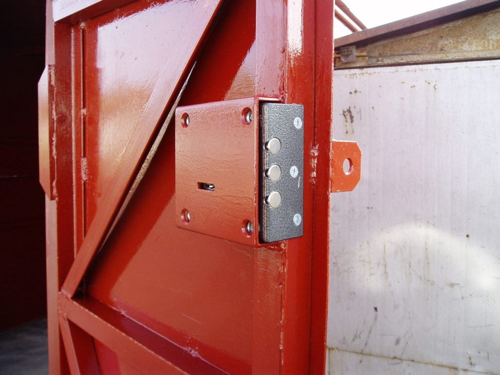 Что такое дверной ригель, разновидности таких запирающих механизмов, где лучше устанавливать